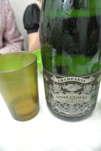 ▲シャンパンはアンドレ・クルエ。