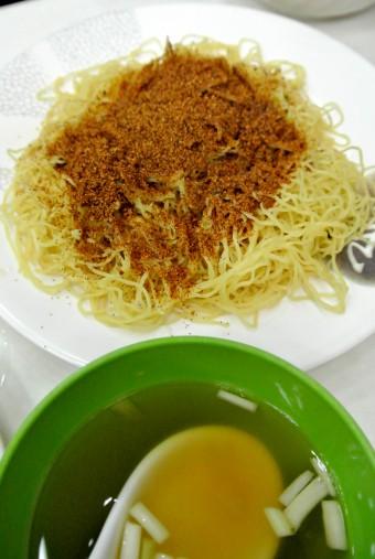 ▲シンプルで味わい深い海老の卵の麺。