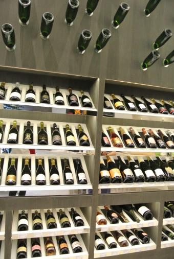 ▲「champagne etc」店内。いっぱいあります。