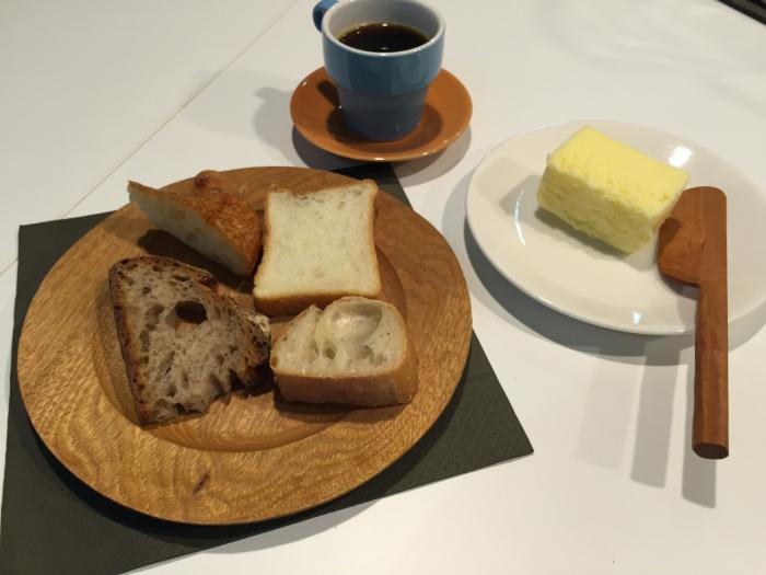 自分のバターナイフで食べるパンって最高にオイシイ!