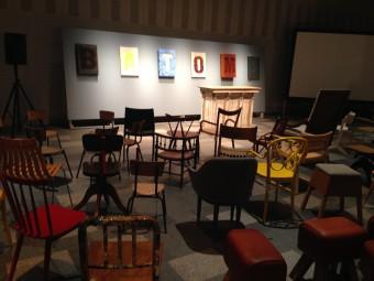 ▲トークイベントを行うスペース。さまざまな椅子が置かれています。